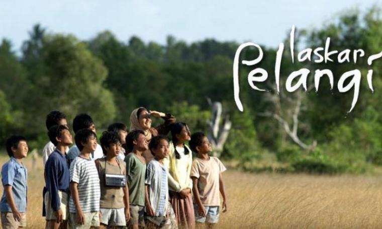 Laskar Pelangi masih menjadi film Indonesia terlaris sepanjang masa. Film karya Riri Riza itu berhasil menyedot 4,6 juta penonton dan meraup total pendapatan kotor Rp 60,2 miliar. (Dok:net)