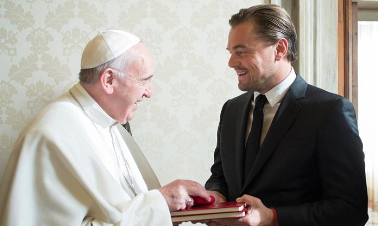 Leonardo DiCaprio saat berkunjung ke Vatikan bertemu dengan Paus Fransiskus (foto:net)