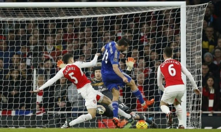 Diego Costa tampil heroik dengan menjadi penentu kemenangan Chelsea atas Arsenal di Emirates Stadium.