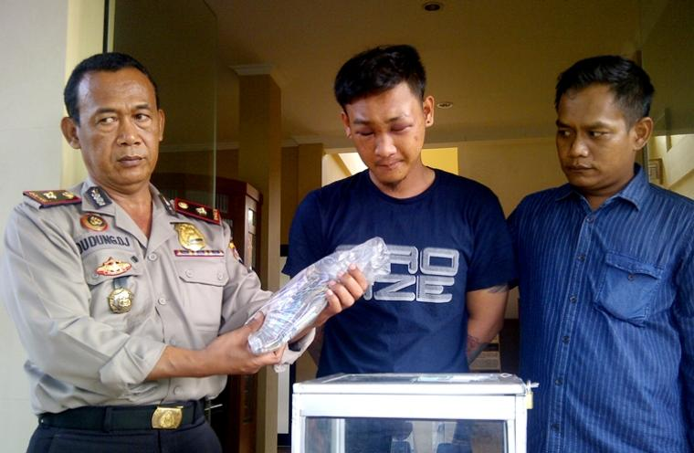Mencuri uang di kotak amal Febrian Arif Darmawan babak belur dihajar massa