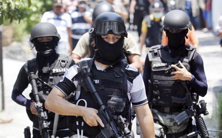Densus 88 Grebek Rumah Terduga Teroris Dibelakang Kantor Airin