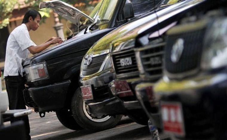 Mobil Dinas aset milik Biro Umum dikuasi Kadisnakertrans Banten
