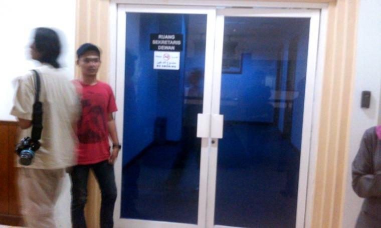 Ruangan Setwan DPRD Banten digeledah KPK sejak pagi tadi.