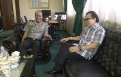 Direksi Bank Jabar Banten saat berbincang dengan Gubernur Jawa Barat Ridwan Kamil (Foto: Ist)