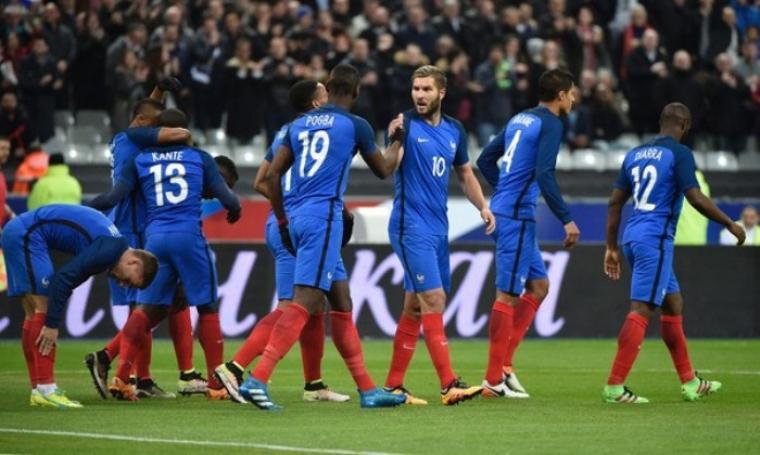 Selebrasi para pemain Prancis di gol pembuka usai N\'Golo Kante membobol gawang Rusia. (Dok:net)