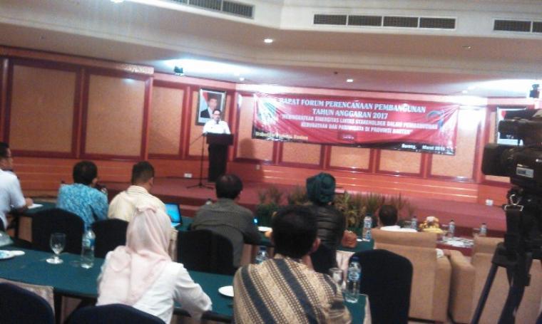 Sekretaris Daerah (Sekda) Provinsi Banten Ranta Soeharta saat berikan penjelasan mengenai revisi PP 41 terkait perubahan Struktur Organisasi Tata Kerja. (Foto:TitikNOL)