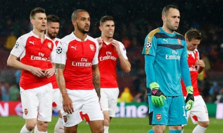 Sejumlah pemain Arsenal terlihat sedih dan sangat terpukul usai di tekuk Barcelona. (Dok:net)