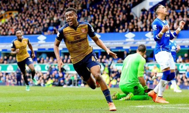 Selebrasi Alex Iwobi usai cetak gol. (Dok:net)