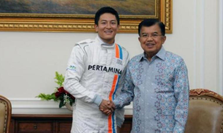Rio Haryanto dan Wakil Presiden, Jusuf Kalla. (Dok:net)