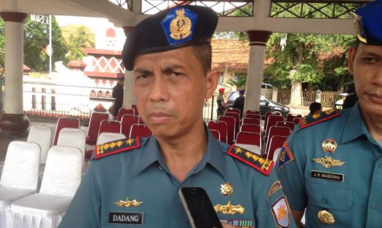 Danlanal Banten Kolonel Laut (P) Dadang Somantri saat dimintai keterangan oleh wartawan. (Foto:net)