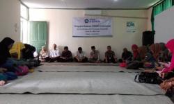 Sejumlah awak media tengah menunggu kedatangan Kapolda Banten yang dikabarkan akan meninjau lokasi gudang yang diduga tempat memproduksi obat jenis Zenith Carnophen pengganti narkoba. (Foto: TitikNOL)