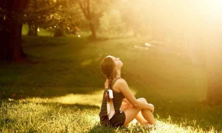 Foto ilustrasi menikmati sinar matahari. (Dok:net)