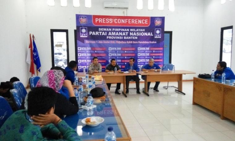 Suasana acara silahturahmi di DPW PAN Banten yang di hadiri Bakal calon Wakil Gubernur Banten Tb Haerul Jaman (tengah). (Foto:TitikNOL)