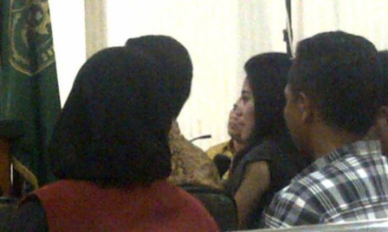 Sekretaris pribadi Ricky Tampinongkol, Metta Oktavia turut memberikan kesaksian saat di persidangan. (Foto:TitikNOL)
