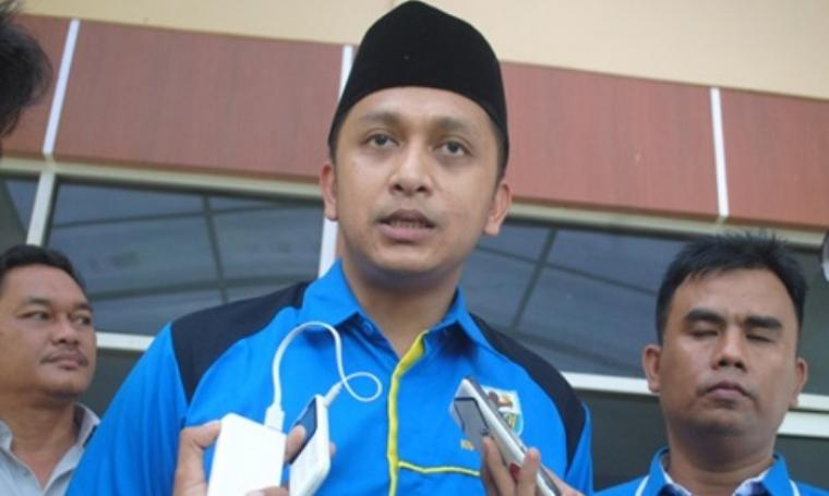 Ketua DPD KNPI Banten, Tanto Warsono Arban saat diwawancari pihak wartawan. (Dok:net)
