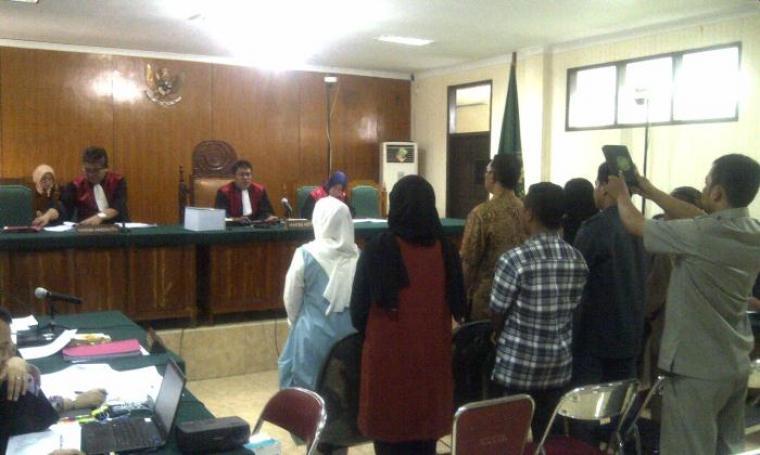 Delapan orang saksi saat disumpah untuk memberikan kesaksian dalam sidang lanjutan kasus dugaan suap pembentukan Bank Banten di Pengadilan Tindak Pidana Korupsi (Tipikor) Serang. (Foto:TitikNOL)
