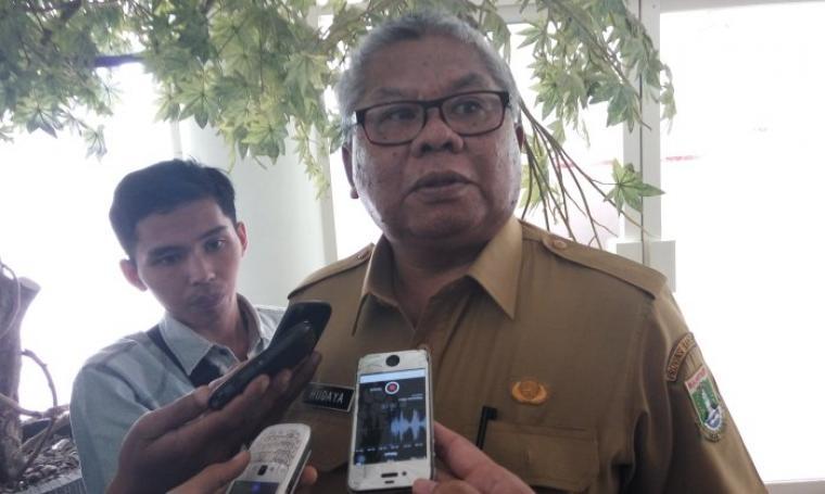 Kepala Badan Perencanaan Pembangunan Daerah Provinsi Banten, Hudaya Latuconsina saat menjelaskan kepada wartawan. (Foto:TitikNOL)