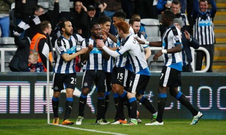 Kegembiraan para pemain Newcastle usai Vurnon Anita membuat gol penyama kedudukan. (Dok:net)