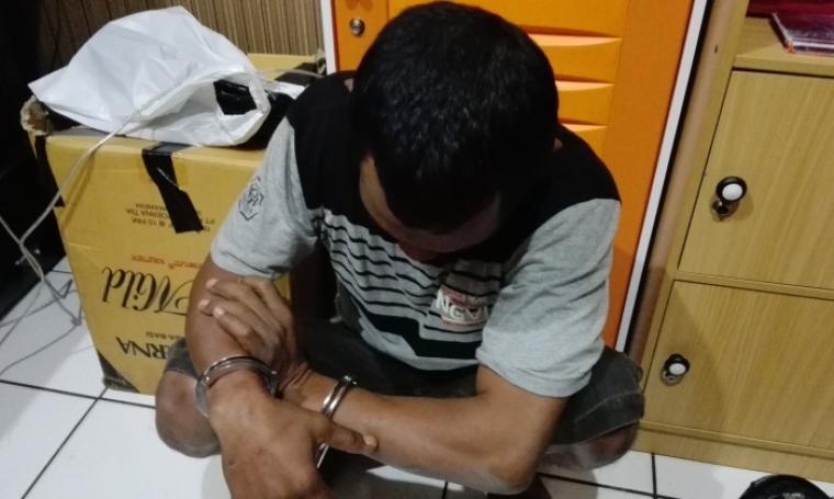 Pelaku pencurian yang diamankan di Mapolres Cilegon. (Foto:TitikNOL)