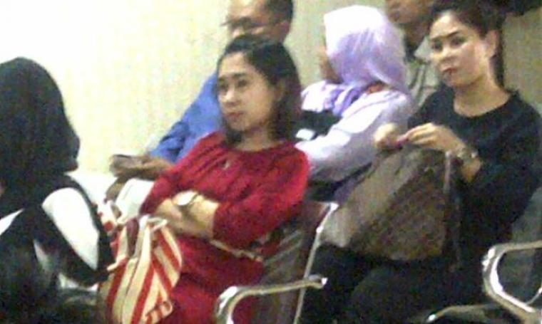 Sejumlah pegawai dan staf PT Banten Global Development saat menghadiri sidang. (Foto:TitikNOL)