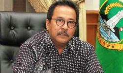 Wali Kota Cilegon Tb Iman Ariyadi saat memanggil pengusaha dan pengelola tempat hiburan malam dI ruang rapat Wali Kota. (Foto: TitikNOL)