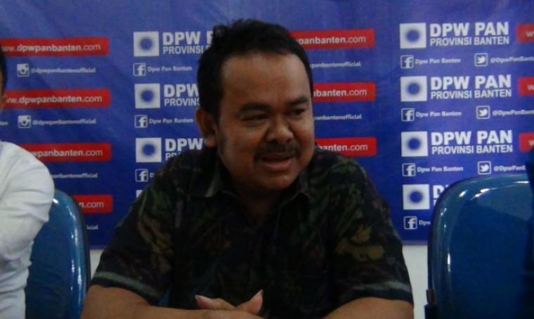 Bakal Calon Wakil Gubernur Banten, Tb Haerul Jaman saat mengembalikan formulir pendaftaran ke DPW PAN Provinsi Banten. (Foto:TitikNOL)