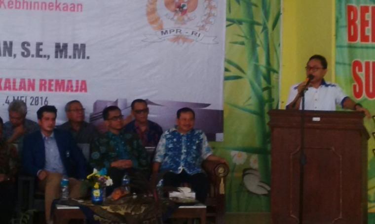 Ketua MPR RI, Zulkifli Hasan serta dihadiri anggota MPR RI lainnya saat di acara sosialisasi Bahaya Narkoba dan Kenakalan Remaja disalah satu sekolah di Kabupaten Serang. (Foto:TitikNOL)