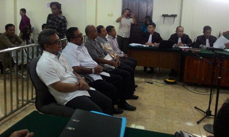 Sejumlah saksi saat jalani sidang lanjutan kasus suap Bank Banten, di Pengadilan Tipikor pada Pengadilan Negeri Serang. (Dok:net)