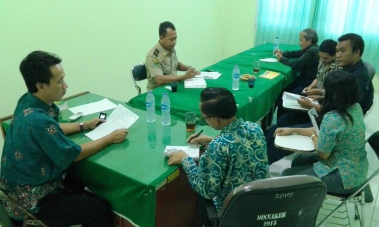 Manajemen PT Sapta Sarana Sejahtera Tengah Diperiksa Disnaker Kota Cilegon. (Foto:TitikNOL)