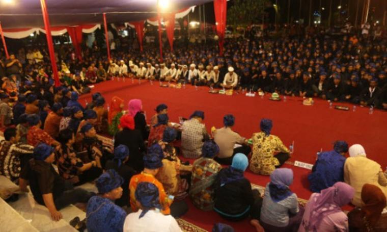 Suku Baduy saat berada di pendopo Gubernur Banten. (Dok:net)