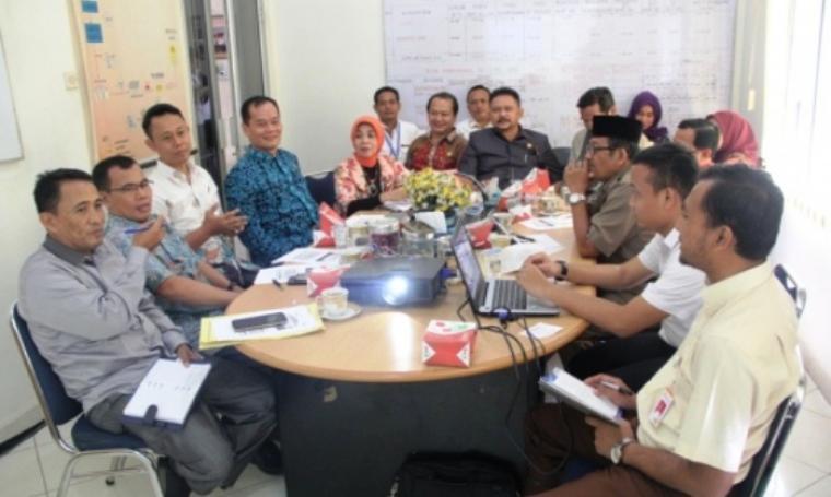 Pimpinan dan Anggota Komisi II DPRD Provinsi Banten melakukan kunjungan kerja ke Bulog Sub Divre Lebak-Pandeglang di Warunggunung Kabupaten Lebak, Selasa (17/5/2016). (Foto:TitikNOL)