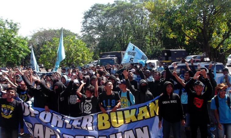 Para suporter Perserang mania, Bala Singadaru (Balsing). (Dok:TitikNOL)