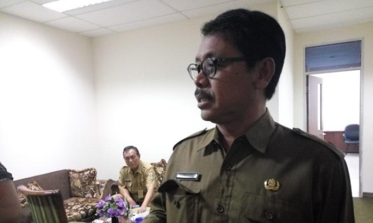 Sekretaris daerah Banten, Ranta Suharta saat diwawancarai di kantor Inspektorat Provinsi Banten. (Foto:TitikNOL)