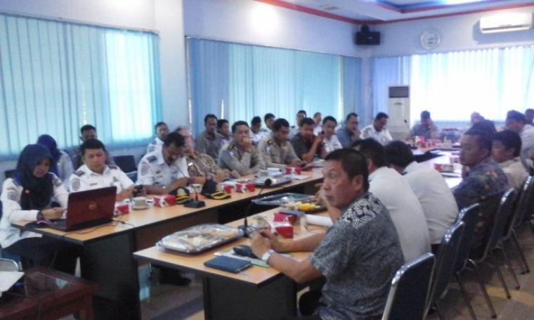 Suasana rapat persiapan angkutan mudik di Kantor ASDP Merak. (Foto:TitikNOL)