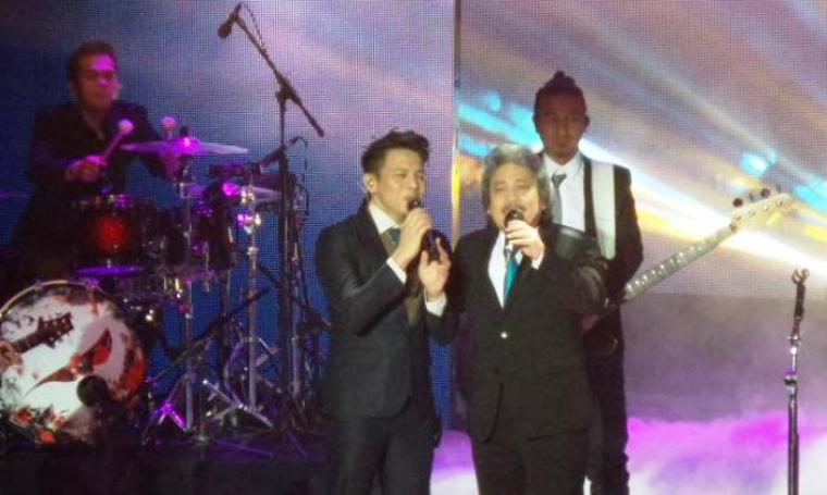 Ariel NOAH saat duet bareng Sam Bimbo. (Dok:net)