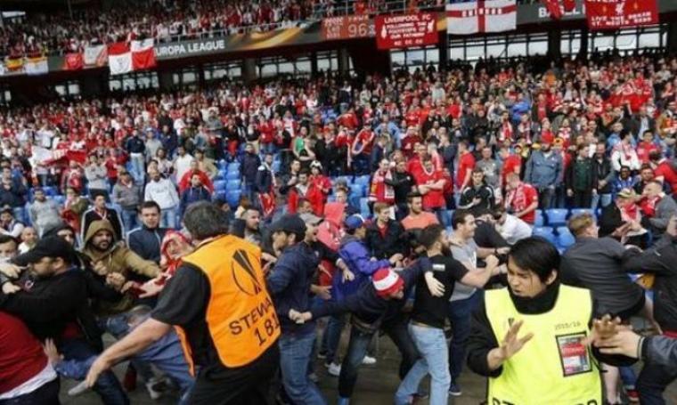 Kericuhan antara suporter Liverpool dan suporter Sevilla. (Dok:net)