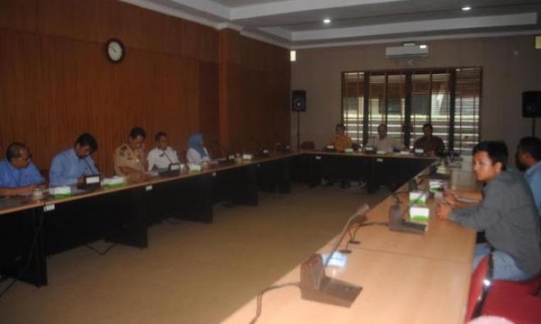 Suasana rapat dengar pendapat yang di lakukan PT Krakatau Steel dengan Komisi II DPRD Kota Cilegon. (Foto:TitikNOL)