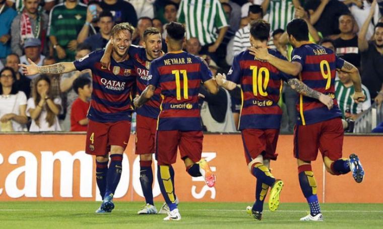 Selebrasi para pemain Barcelona usai Rakitic cetak gol ke gawang Real Betis. (Dok:net)