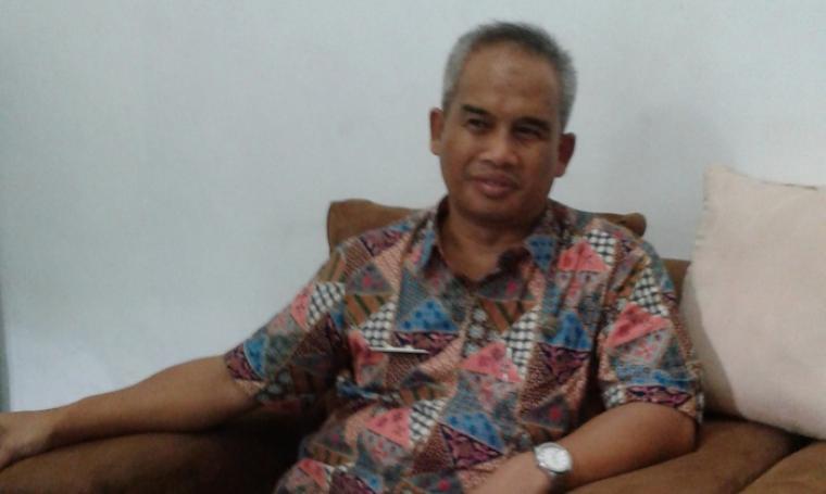 Kepala Dinas Peternakan Pemkab Lebak, Iman Santoso saat di temui wartawan diruangannya. (Foto:TitikNOL)
