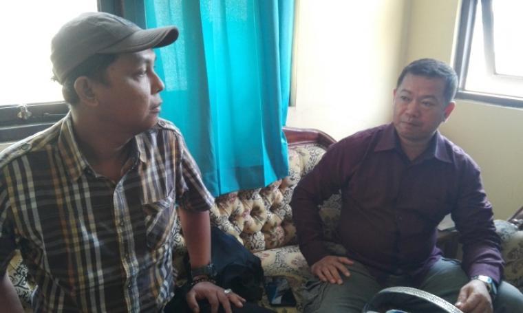 Dewan Penasehat DPC Partai Gerindra Kota Cilegon Husen Saidan ,Saat Memberikan Keterangan Kepada Wartawan. (Foto:TitikNOL)
