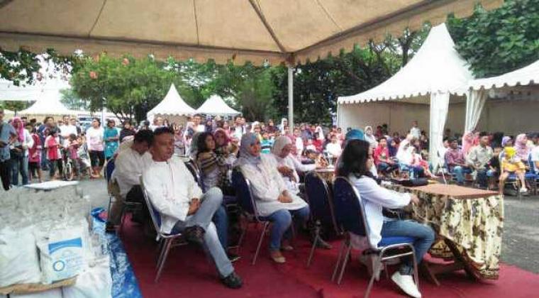 Ratusan warga Kabupaten Lebak saat menghadiri acara santunan dari PT BGD. (Foto: Ist)