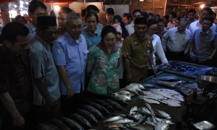 Anggota Komisi IV DPR RI saat melakukan inspeksi mendadak di Pasar Induk Rau, Kota Serang. (Foto: TitikNOL)