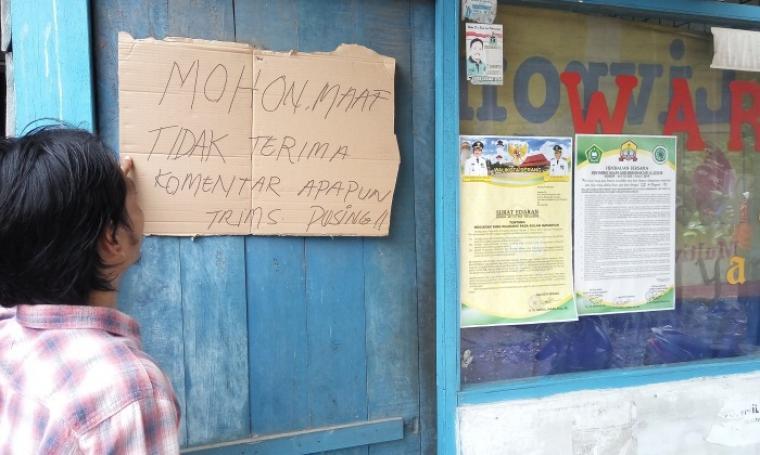 Kondisi warung Tegal milik Saeni yang masih dalam keadaan tertutup. (Foto: TitikNOL)