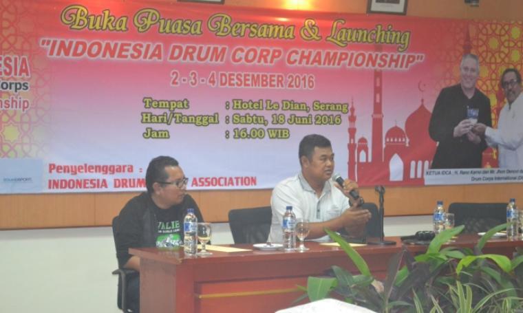 Presiden IDCA, Hari Doyo Sugianto saat memberikan sambutan di acara buka bersama dan launching IDCC dengan perwakilan marching band dari seluruh Indonesia, di Hotel Le Dian, Serang. (Foto: TitikNOL)