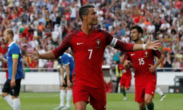 Selebrasi Cristiano Ronaldo usai cetak gol. (Dok: Dailymail)
