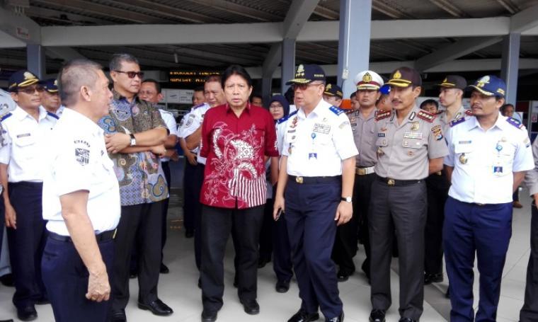 Dirjen Perhubungan Darat Kementerian Perhubungan, Pudji Hartanto Iskandar saat meninjau Pelabuhan Merak. (Foto: TitikNOL)