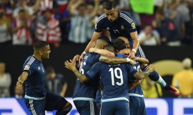 Para pemain Argentina lakukan selebrasi usai Ezequiel Lavezzi ciptakan gol. (Dok: Sidomi)