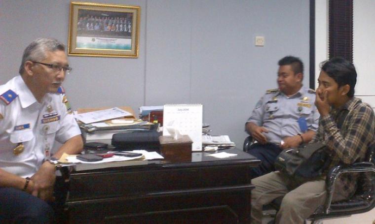 Kadishub Kota Cilegon Dana Sujaksani saat memberikan keterangan pers di kantornya. (Foto: TitikNOL)