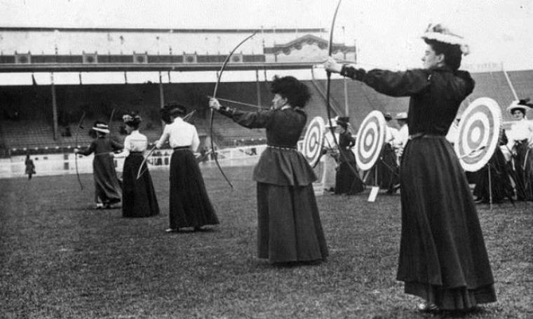 Atlet panahan wanita yang berpartisipasi di ajang Olimpiade 1908 London. (Dok: Pinterest)