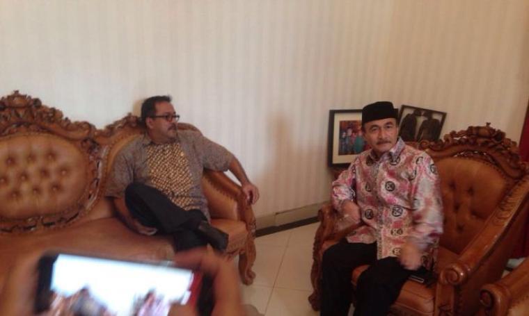 Pelaksana tugas Ketua DPD Demokrat Banten, Aeng Haerudin saat menyambangi Gubernur Banten, Rano Karno. (Foto: TitikNOL)